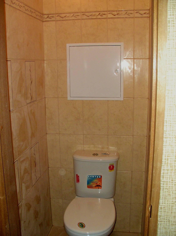 Установить люк в туалете своими руками 59